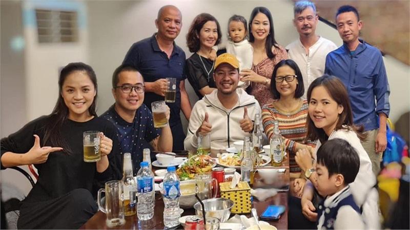 Thu Quỳnh dự tiệc sinh nhật con gái Nguyệt Hằng, spotlight đổ dồn vào anh bạn trai ngồi cạnh