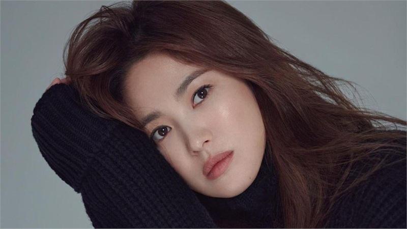 Song Hye Kyo khoe chân nuột nà, đẹp ma mị khiến 'vạn người mê'