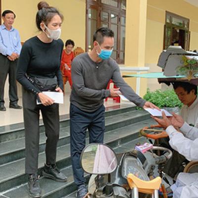 Lý Hải - Minh Hà bị nói 'làm màu lấy lòng thương' khi đi từ thiện: Sự thật ra sao?