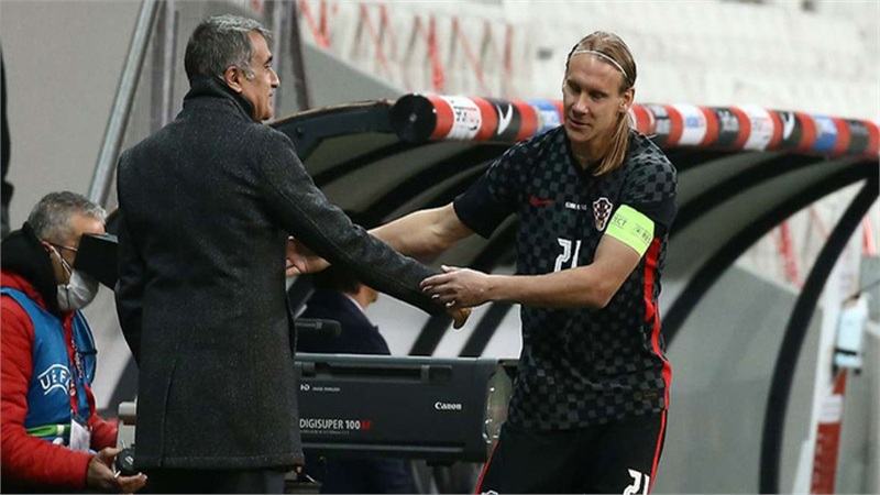 Sốc: Đội trưởng tuyển Croatia bị thay ra giữa trận vì phát hiện dương tính Covid-19