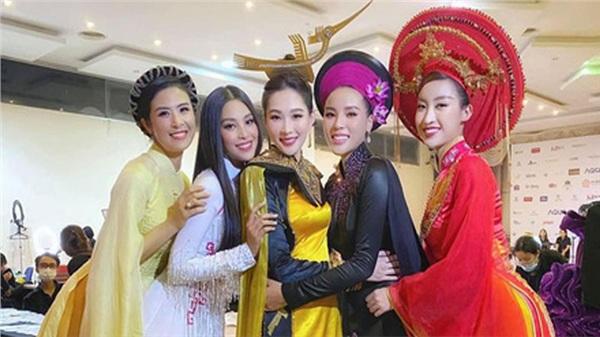 Khoảnh khắc hiếm tại đêm Chung kết Hoa hậu Việt Nam 2020: 5 Hoa hậu cùng khoe sắc nhưng Đặng Thu Thảo lấn át tất cả