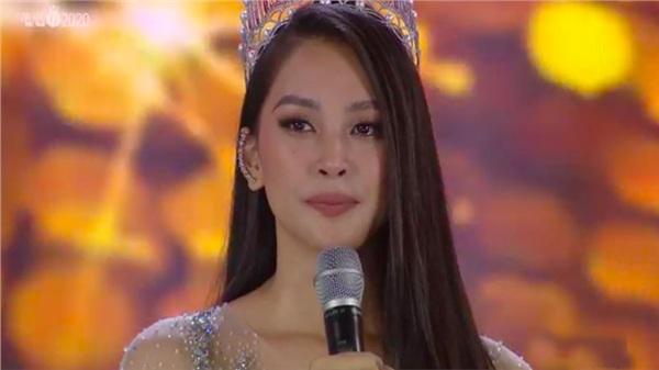 Final walk của Hoa hậu Tiểu Vy: Đẫm nước mắt khi chia sẻ về 2 năm đăng quang