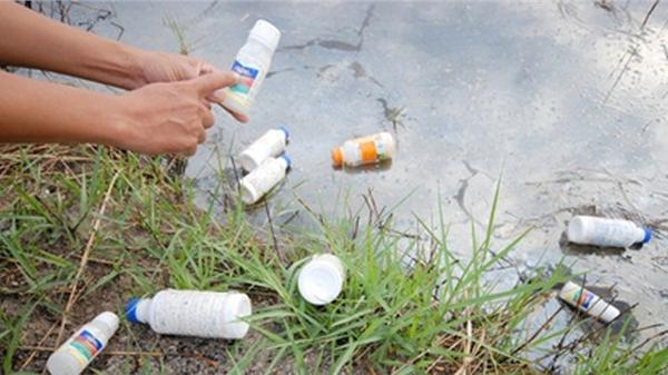 Hà Nội: Phát hiện người phụ nữ tử vong tại nhà riêng với 2 nhát dao, chồng nguy kịch nằm cạnh sau khi uống thuốc diệt cỏ