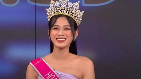 Khi Đỗ Thị Hà đăng quang, Hoa hậu Tiểu Vy đã ghé vào tai nói 1 câu: Giờ mới được hé lộ!