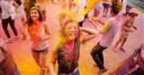 Giới trẻ Hà Nội quậy tưng bừng với sắc màu trong lễ hội Holi Ấn Độ
