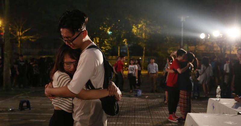 'Made in 12' rồi cũng đến, tạm biệt mái trường, Amser ôm nhau khóc nức nở