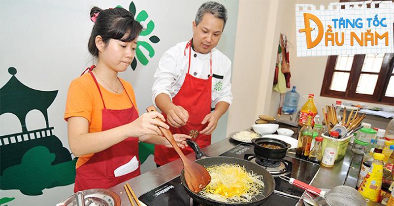 Học nấu ăn cơ bản, để không phải cơm đường cháo chợ 24/7 khi đi học xa nhà