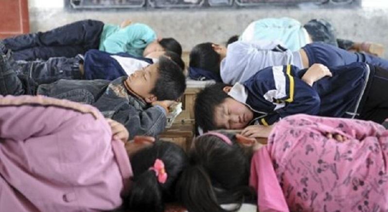 Đi vệ sinh trong giờ ngủ trưa, học sinh bị phạt nặng