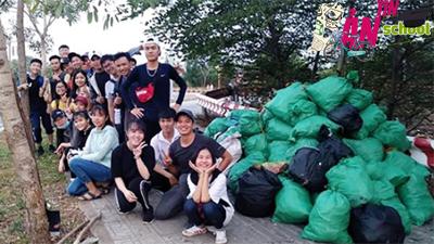 Biệt đội 'Dọn rác Làng Đại học': Vì chúng ta còn trẻ hãy sống và hành động đẹp để không hối tiếc