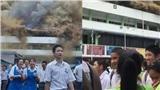 Trường học cháy lớn, hình ảnh các học sinh cười như được mùa khiến cộng đồng mạng hoang mang