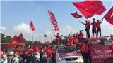 Clip: Cổ động viên Việt Nam chiếm spotlight sân Mỹ Đình với phong cách cổ vũ có 1-0-2