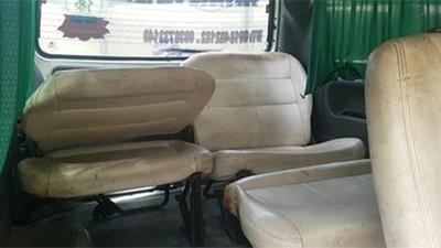 Vụ xe đưa đón đánh văng 3 học sinh xuống đường: Hợp đồng xe 40 chỗ 'biến hình' xe 16?