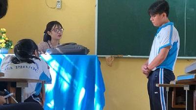 Cô giáo dạy Văn bị học trò chụp lén khiến CĐM 'bấn loạn': 'Cực phẩm' ngành sư phạm là đây!