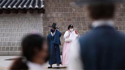 Covid-19: Thêm 334 ca trong 1 đêm, người nhiễm bệnh ở Hàn Quốc lên tới 1.595, Mỹ sẽ xem xét hạn chế đi lại