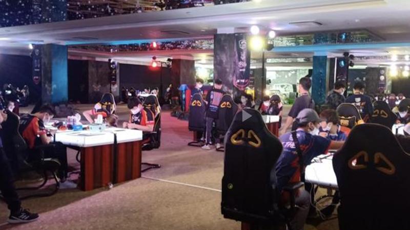 Bất chấp lệnh cấm, gần 100 game thủ vẫn tụ tập thi đấu ở Cocobay Đà Nẵng