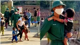 Học sinh Mường Tè (Lai Châu) ngày trở lại trường: chân trần đi bộ đến lớp, ngoan ngoãn nghe lời cô giáo