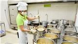 Cận cảnh quy trình chuẩn bị bữa ăn cho trẻ mầm non sau 3 tháng nghỉ dịch