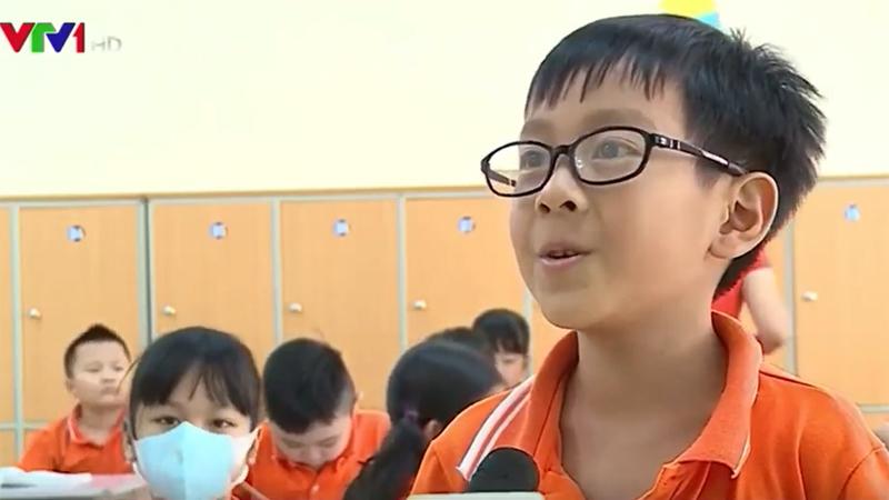 Xuất hiện đúng 6s, cậu học trò bỗng phủ sóng khắp mạng xã hội vì quên mất chỗ ngồi trên lớp