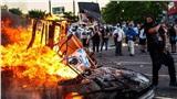 Mỹ chìm trong biểu tình đốt phá, hơi cay và lựu đạn sau vụ người da màu bị cảnh sát ghì chết
