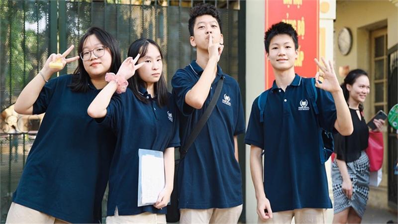 Sĩ tử Hà Nội tự tin sau ngày thi đầu tiên: 'Đề Tiếng Anh dễ thở, điểm ít nhất 9.5'