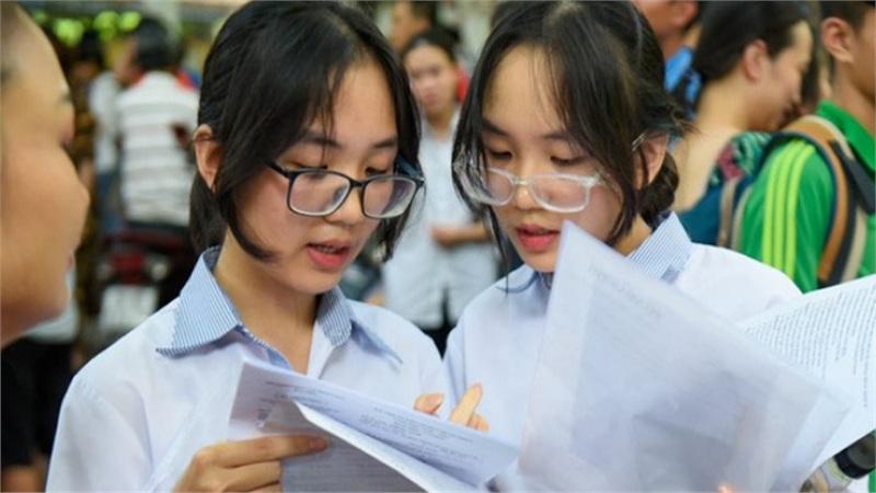 Đề thi 'dễ thở', điểm chuẩn vào lớp 10 tại Hà Nội có tăng?