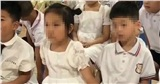 Cô giáo hoảng hốt trước hành động của bé gái với bé trai ngồi cạnh, trao đổi với phụ huynh mới biết lý do tế nhị
