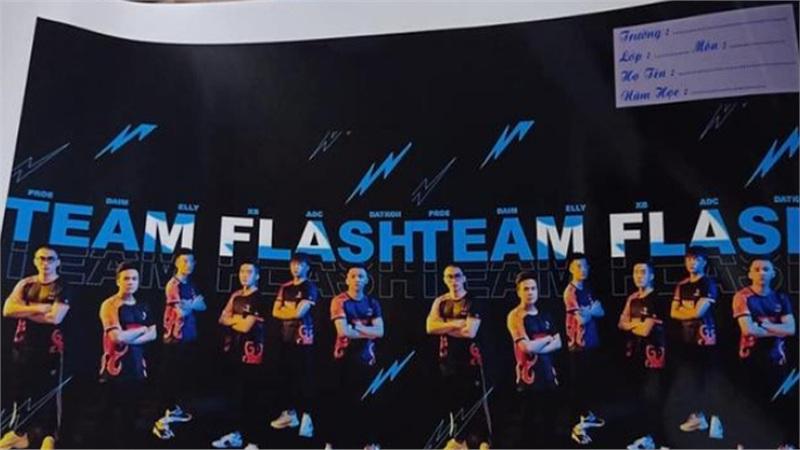 Fan cuồng Team Flash Liên Quân Mobile in hình ảnh đội tuyển lên vở để 'mãi bên nhau bạn nhé'