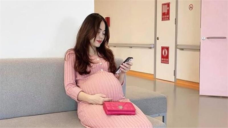 Đăng ảnh nhập viện chuẩn bị sinh con lần 5, hotmom Hằng Túi khiến dân mạng bất ngờ vì điều này