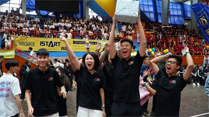 Tân sinh viên so tài nhảy, hát, diễn kịch trong sự kiện đầu năm