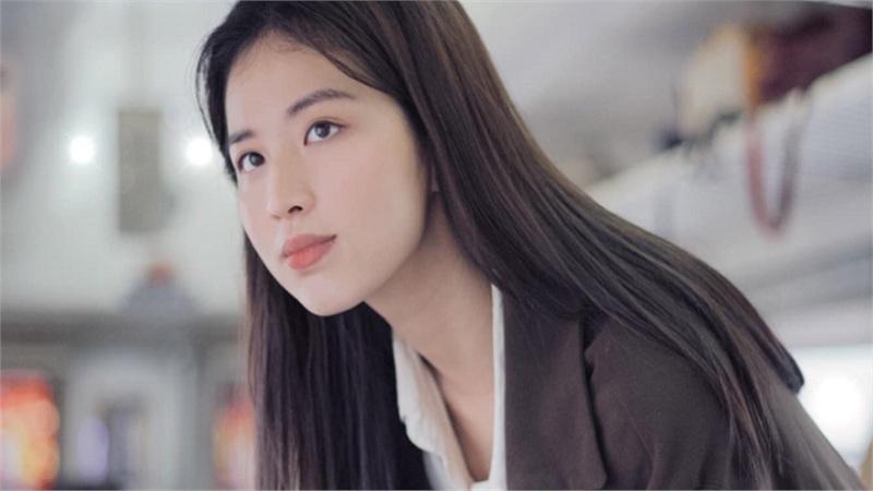 http://tiin.vn/chuyen-muc/hoc/ngam-nhan-sac-giang-vien-dai-hoc-thong-thao-3-thu-tieng-la-em-gai-hoa-hau-huong-giang-duoc-menh-danh-la-than-tien-ty-ty.html
