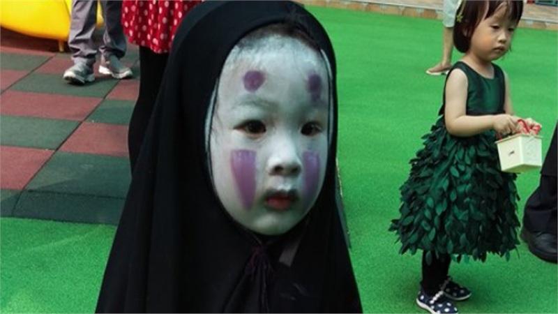Mùa Halloween năm nào 'nhân vật huyền thoại' này cũng được réo tên, bạn còn nhớ cô nhóc từng khiến cả lớp khóc thét năm ấy?