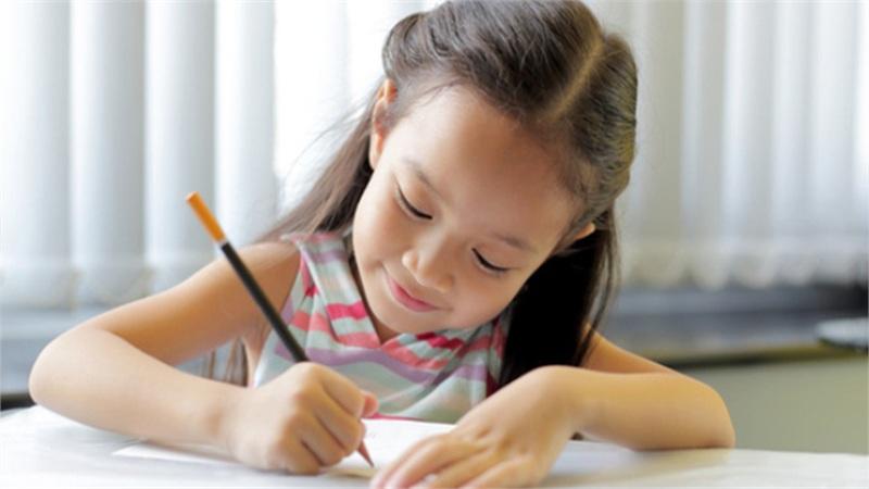 Giáo sư Đại học Harvard khuyên nếu muốn biết con mình thông minh hay không, cha mẹ hãy nhìn vào 3 điểm 'ngược đời' sau đây