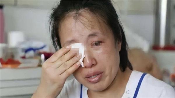 Con gái thỏ thẻ 'Mẹ ơi, ông nội...', người mẹ lập tức ôm mặt òa khóc hối hận và câu chuyện cảnh tỉnh tất cả mọi người