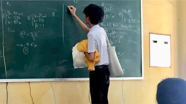 http://tiin.vn/chuyen-muc/hoc/nam-sinh-mang-het-cua-nai-len-bang-tra-bai-su-that-dang-sau-khien-ai-nay-cuoi-bo.html