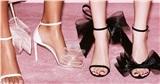 Một đôi giày 2 số phận: Lan Ngọc mix đồ nổi bật như 'bao lì xì', nhìn Hà Hồ thấy đơn giản vẫn sang