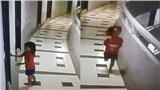 Du lịch cùng bố, bé gái 5 tuổi nguy kịch khi rơi xuống từ tầng 12, hình ảnh camera tiết lộ sự thật rùng mình