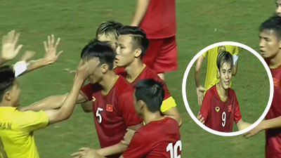 Tình huống gây bức xúc: Cầu thủ Thái Lan 'vả' Văn Hậu nhưng trọng tài lại phạt Văn Toàn… thẻ vàng