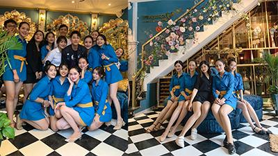 Hệ thống nhà hàng 'lạ đời' ở Đà Nẵng: Nhân viên nghỉ việc được thưởng, tuyển dụng tiêu chí như... hàng không