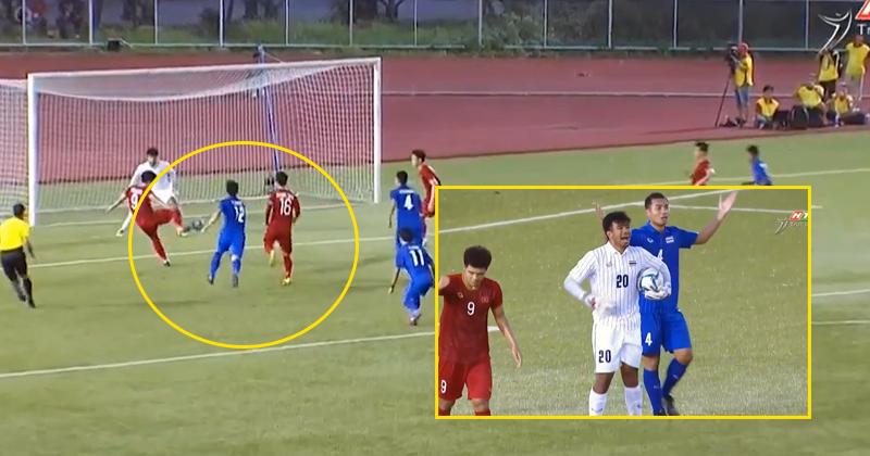 Bị phát hiện cầu thủ và thủ môn cố tình dùng tiểu xảo, U22 Thái Lan trưng 'gương mặt vô tội' nhưng ngay lập tức nhận quả đắng
