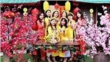 Giới trẻ Hà Thành thích thú check-in sống ảo ở vườn hoa Bãi đá sông Hồng