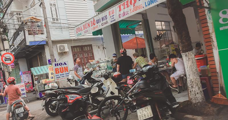 Sau 'lệnh giới nghiêm' quyết liệt chống Covid-19, nhiều hàng quán ở Đà Nẵng vẫn mở cửa đón khách