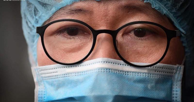 Tiết lộ xúc động về nam bác sĩ đầu tiên ở Việt Nam nhiễm Covid-19: 'Bạn ấy chưa bao giờ than thở, chỉ luôn áy náy sợ ảnh hưởng đến đồng nghiệp'