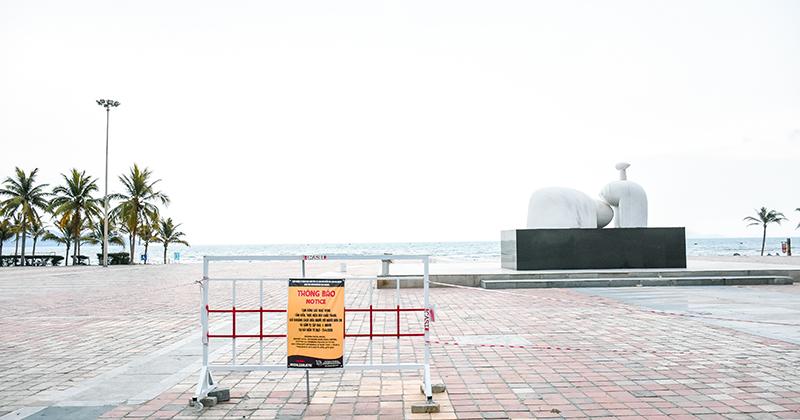 An ninh tăng cường, người dân vẫn chưa được phép hoạt động tại các bãi biển ở Đà Nẵng
