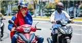 Nắng nóng đạt đỉnh, chỉ số tia UV nguy hại cao đến sức khỏe, người dân trùm chắn kĩ lưỡng khi ra đường