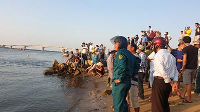 Vụ lật ghe chở 11 người trên sông Thu Bồn, 5 người mất tích: Tìm thấy thi thể 2 nạn nhân