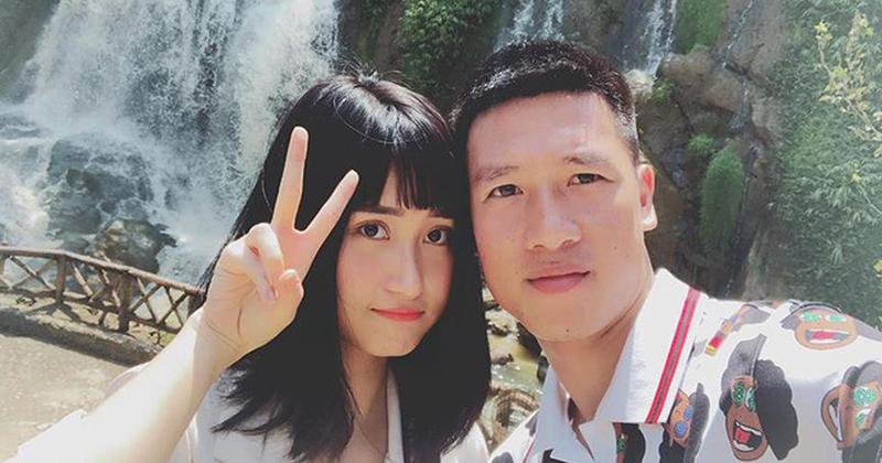 Bạn gái cầu thủ Huy Hùng trực tiếp 'dằn mặt' dàn em gái mưa: 'Yêu nhau bao nhiêu năm chả thấy khoe có em gái!'