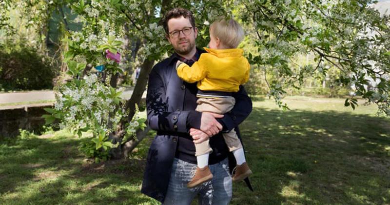 Đôi đồng tính nhận con nhưng không được nhìn nhận là một gia đình