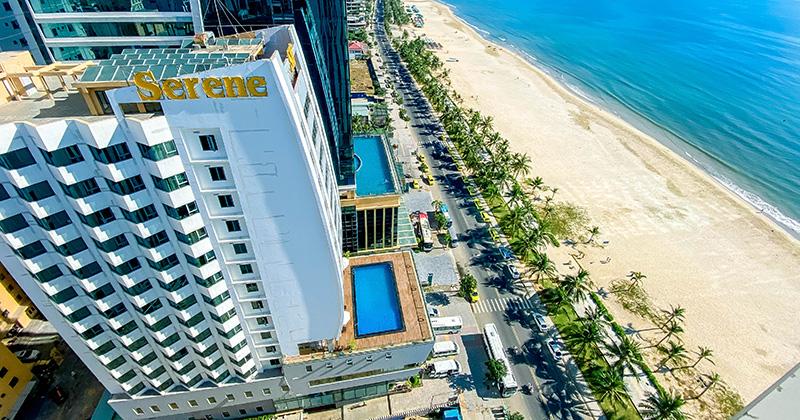 Chùm ảnh: Con đường du lịch sầm uất nhất Đà Nẵng chỉ còn những tòa nhà cao tầng im lìm vì vắng khách