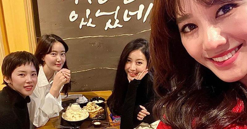 Hari Won gây chú ý với dòng trạng thái: 'Con gái khó chơi với nhau lắm... nên hiếm ai chơi được trên 5 năm'