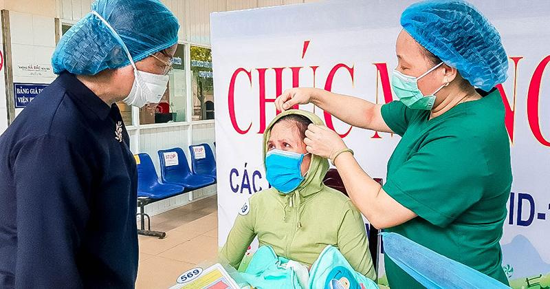 Thêm 16 bệnh nhân Covid-19 ở Đà Nẵng khỏi bệnh, sản phụ nhiễm bệnh đã xuất viện cùng con